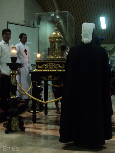 A knight of Columbus guarding the relic of St. Camillus