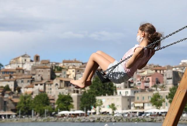 Olaszország: korlátozó intézkedésekre számíthatnak a turisták. A nyilvános ölelkezésért és csókolozásért is bírság jár