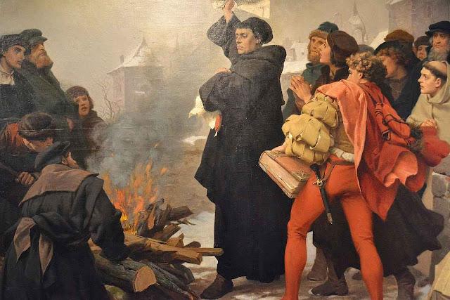 Lutero queima a bula de excomunhão A praça a ele dedicada em Roma foi comemorada como um revide