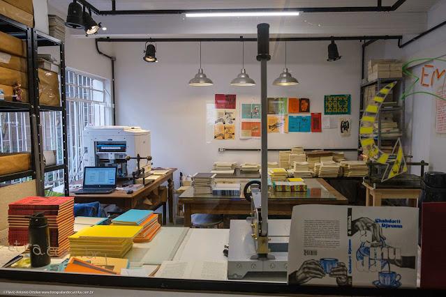 Arte & Letra - café, livraria e editora - interior da gráfica