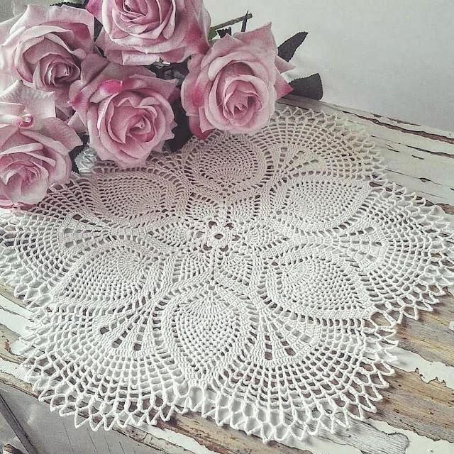 Большая белая салфетка «Цветок» крючком
