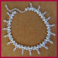 Collar de perlas y cristal