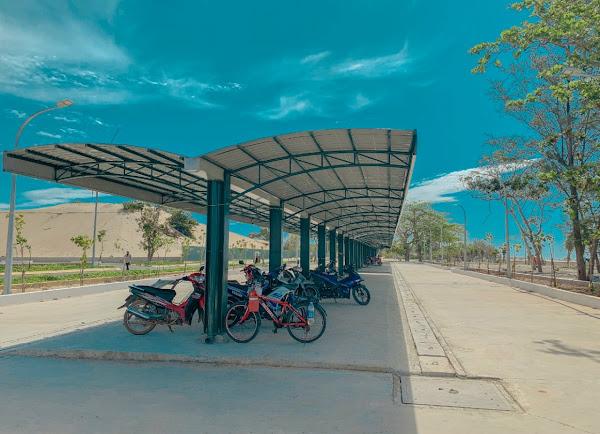 bãi xe tại quảng trường biển Hồ Tràm , toạ lạc tại ngã tư Hồ Tràm
