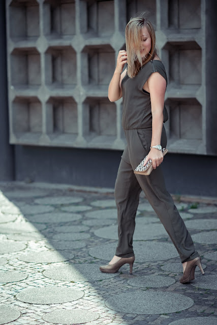 Khaki Jumpsuit Overall Berlin Fashion Blog Fashion Week ootd Gedächtniskirche
