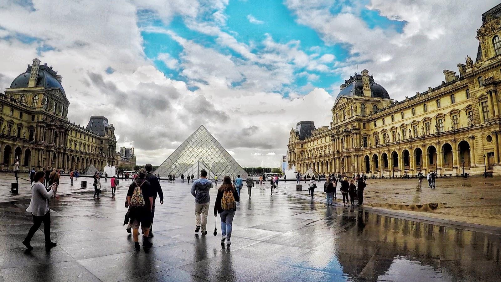 the louvre, paris, the louvre in paris, museums in Paris, Mona Lisa, Le Pyramide, entrance to the Louvre