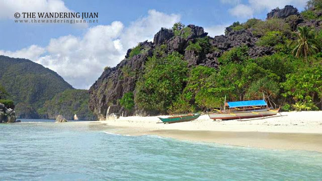 island hopping in Caramoan