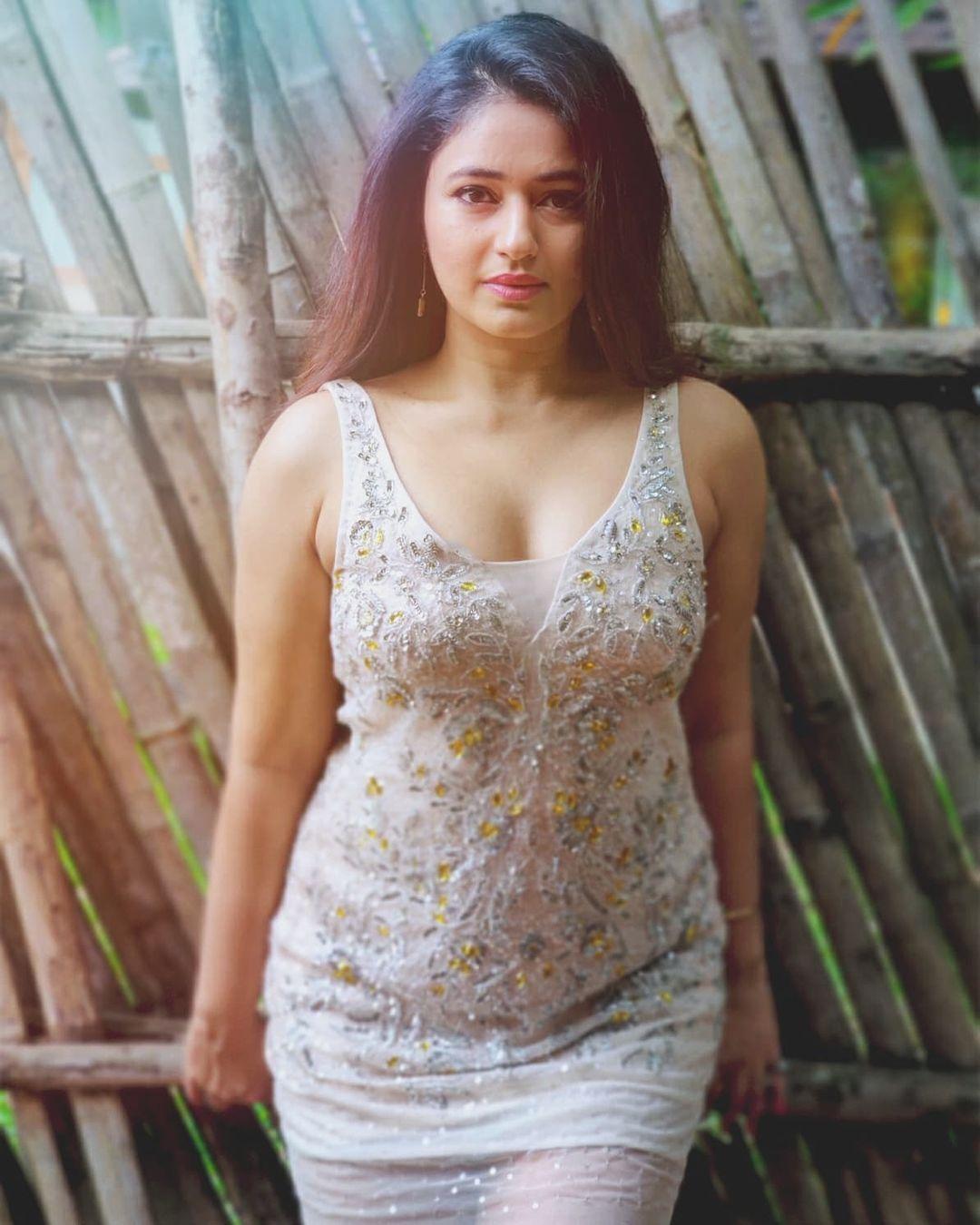 Actress Poonam Bajwa Latest Hot Photos
