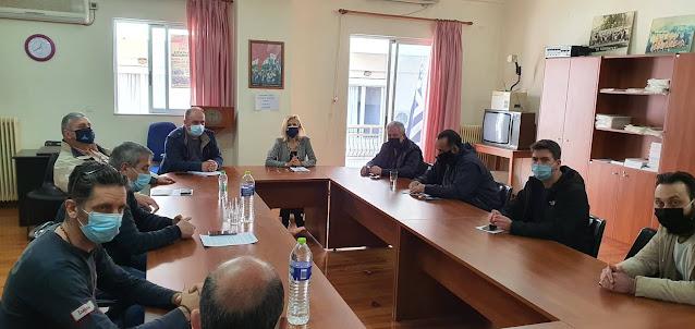 Επίσκεψη της Βουλευτή κας Γιώτας Πούλου στο Εργατοϋπαλληλικό Kέντρο Θήβας