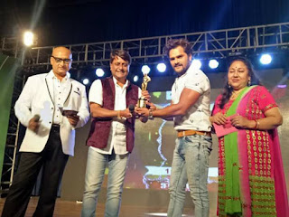 Khesari Lal Yadav, Awadhesh Mishra and more celebs at the Bhojpuri Film Award 2016 in Mumbai.