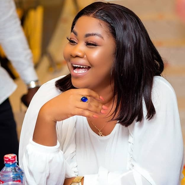 Fans blast Ghanaian Gospel Musician, Gifty Adorye for going through a medical procedure to gain a more prominent butt and hips