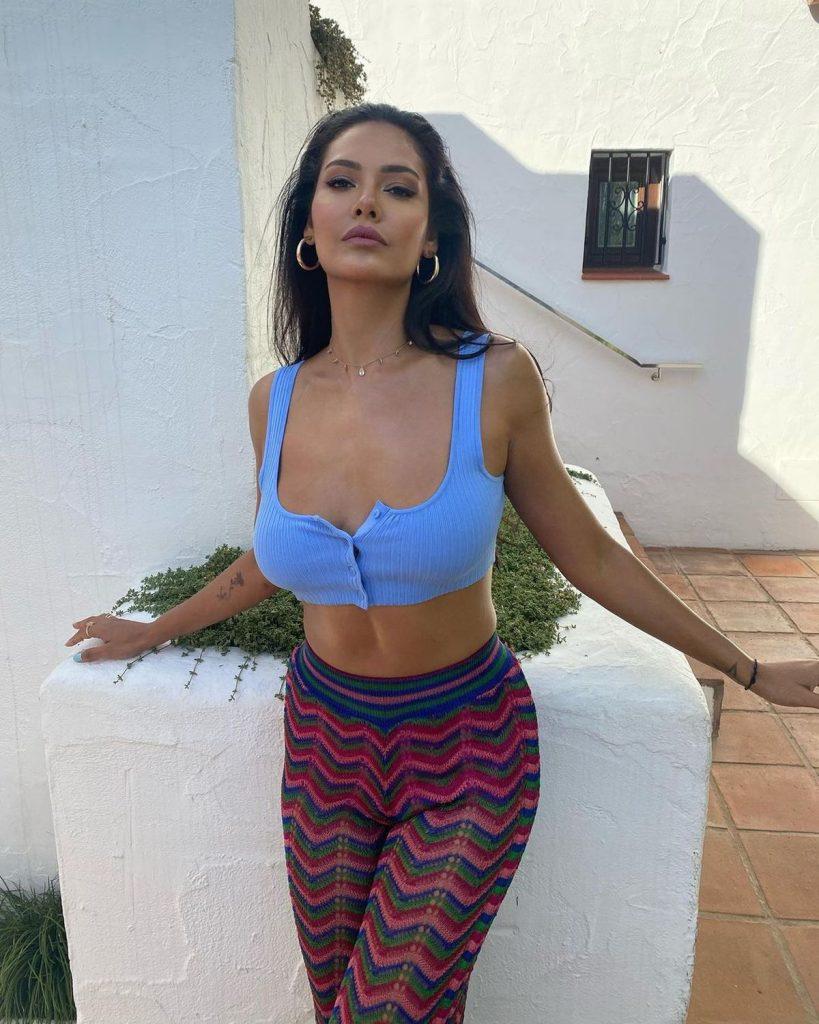 Actress Gallery: Esha Gupta Makes The Day Hot