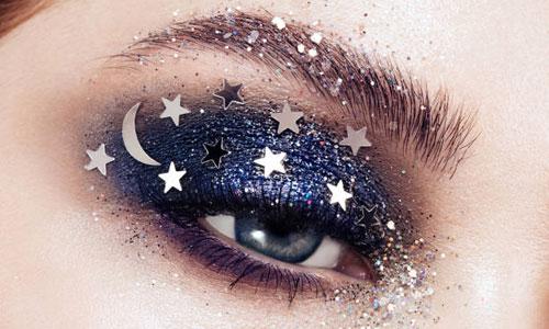 Maquillar los ojos con glitter y pigmentos