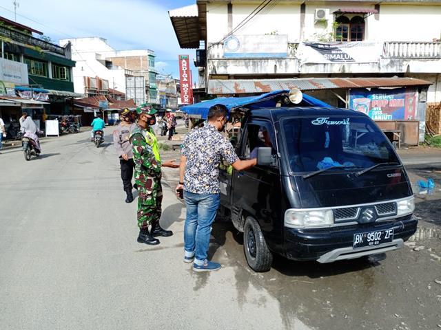 Dalam Rangka Operasi Yustisi Personel Jajaran Kodim 0207/Simalungun Kompak Dengan Personel Polsek Laksanakan Razia
