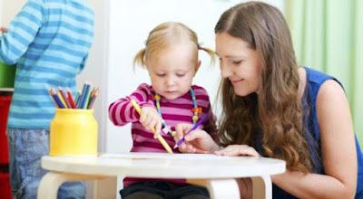 Bagaimana Menghadapi Anak yang Lebih Dekat dengan Pengasuh?