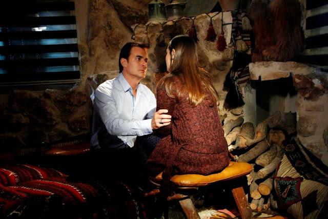 Seriale Online, Leyla are un şoc în momentul în care Halil îi mărturiseşte iubirea pe care o poartă pentru ea, iar pe de altă parte rămâne neputincioasă în faţa piedicilor enorme apărute între ea şi Omer.