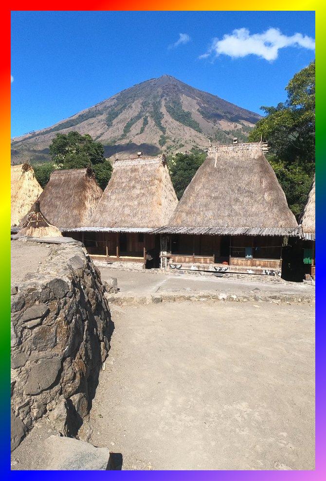 Di Kampung Bena, Flores, NTT – rasakan sensasi Zaman Batu.