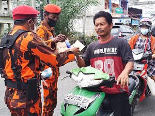 PAC PP Bukit Batu Kembali Berbagi Masker dan Hand Sanitizer