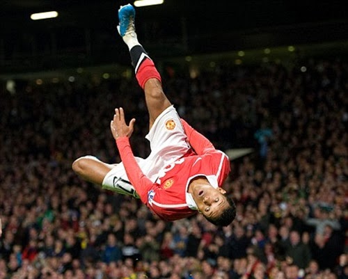 Một số kiểu ăn mừng bàn thắng nổi tiếng của các ngôi sao bóng đá thế giới