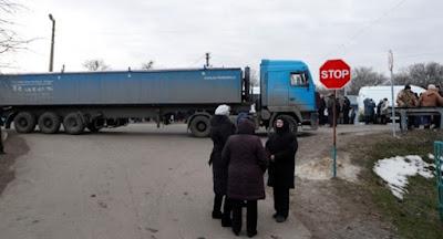 Мешканці Нових Санжар протестували проти розміщення евакуйованих із Китаю