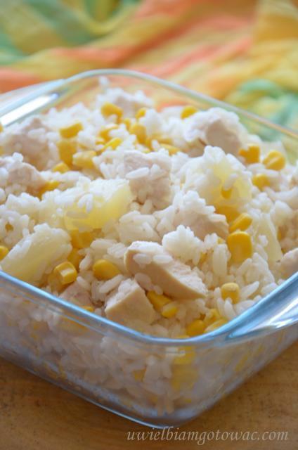 Uwielbiam Gotowac Salatka Ryzowa Z Kurczakiem Ananasem I Kukurydza