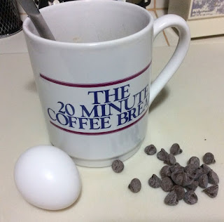 mug & egg, chocolate chips