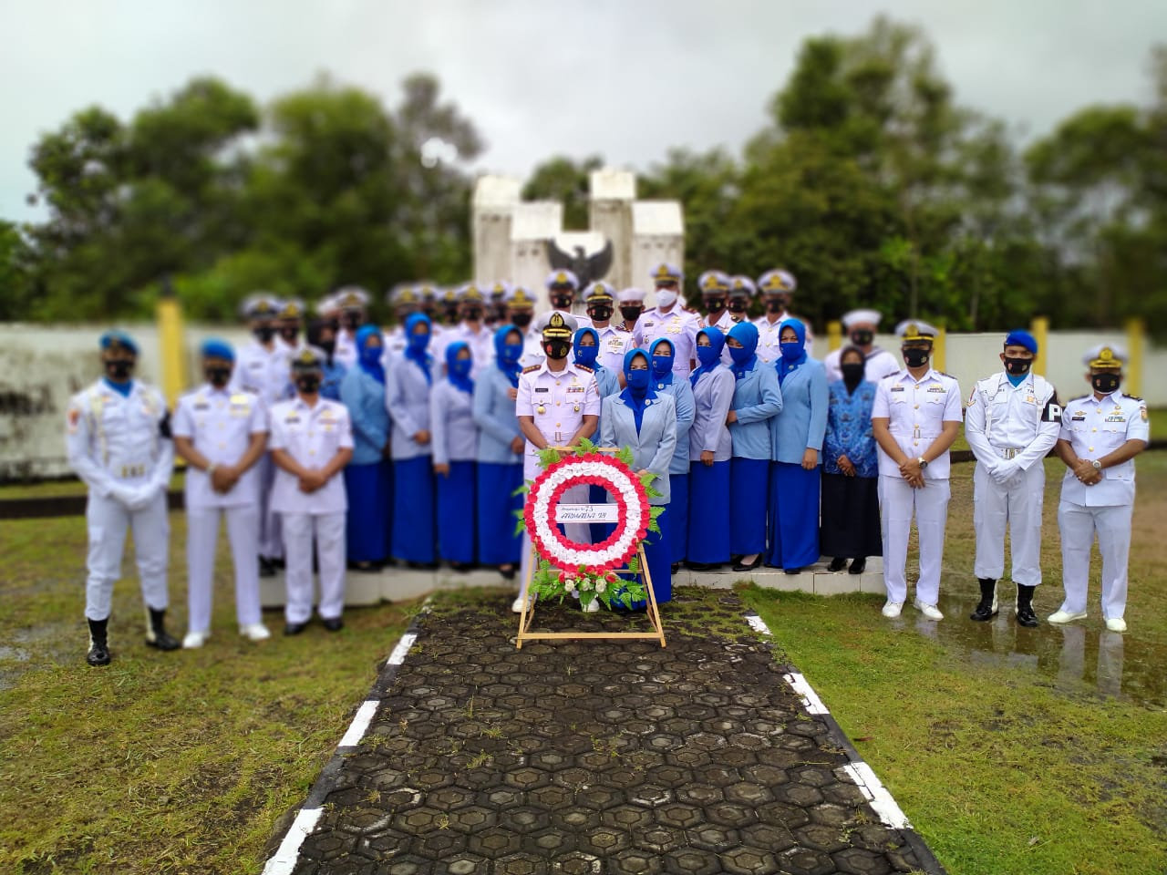 Danlanal Ranai Memimpin Kegiatan Ziarah dan Tabur Bunga di Taman Makam Pahlawan Kusuma Bangsa