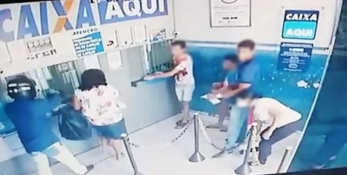 Dupla de moto assalta Casa Lotérica e clientes na tarde desta quarta-feira (18) em Patos. Veja o vídeo
