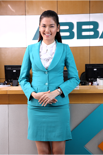 ABBank thanh lịch trong trang phục màu xanh. Theo một nhân viên ngân hàng này cho biết, màu xanh thể hiện sự gần gũi thân thiện theo định vị của ABBank ngân hàng bán lẻ thân thiện và cũng là để thể hiện sự nhận diện thương hiệu của ngân hàng này.