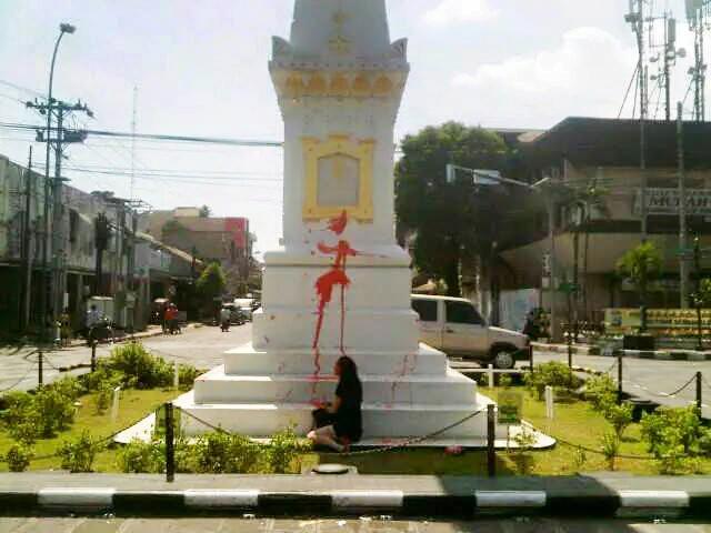 Bule Corat Coret Tugu Pal Putih Yogyakarta