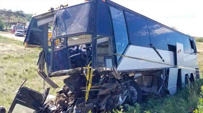 Imagem de ônibus acidentado