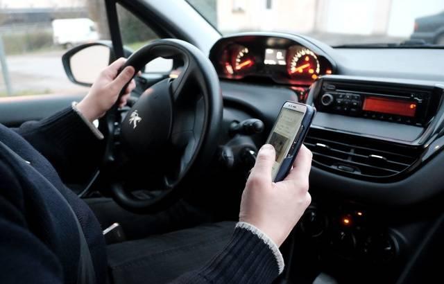 Sécurité routière : Désormais, le permis sera automatiquement retenu en cas d'infraction avec un téléphone au volant