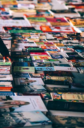 libros recomendados mesa con libros