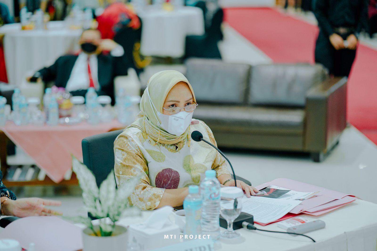 Rita Suryani saat jadi jadi juri Grand Final Putri Hijab Sumatera Selatan (Sumsel) tahun 2021. (Poto/Ist)