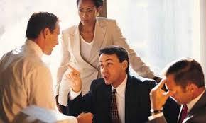discussão briga na reunião de trabalho