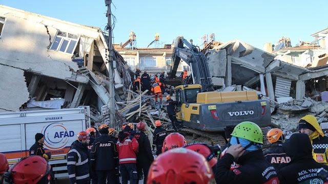 Ανεβαίνει ο αριθμός των θυμάτων από τον σεισμό στην Τουρκία
