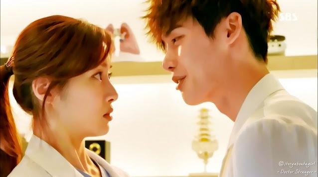 Lee Jong Suk berperan sebagai Park Hoon