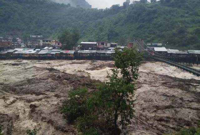 उत्तराखंडः बादलों ने मचाई ऐसी तबाही कि आंखों के सामने आ गया केदारनाथ आपदा का मंजर