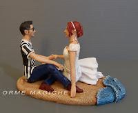 statuine torta matrimonio maglietta juventus sposa capelli rossi orme magiche