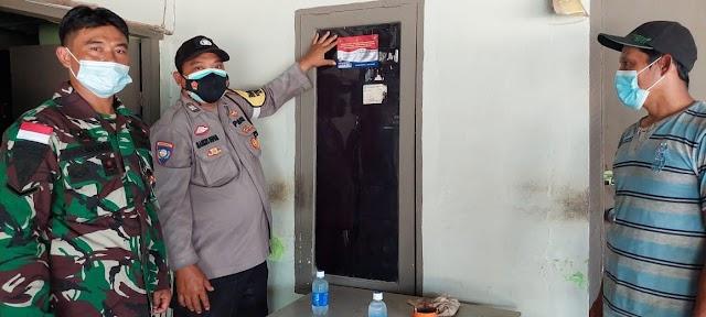 Polsek Nongsa Lakukan Tracing Pemasangan Stiker Pantau Penyebaran Covid-19