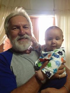 Abuelo con el nieto