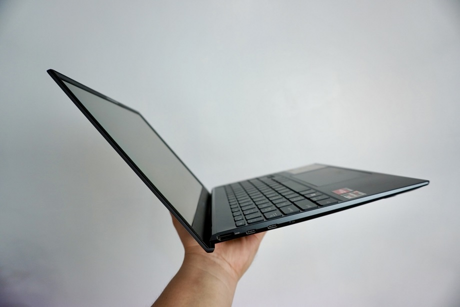 ASUS Zenbook 13 OLED UM325 Review
