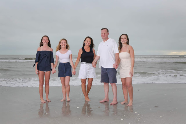 4 Ways to Make Sanibel Island Family Beach Pictures Extra Special