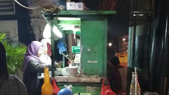 Jadi Viral! Penjual Mie Ayam Ini Gratiskan Penghapal Alquran 30 Juz Selamanya
