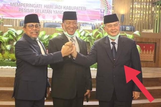 Bupati Pesisir Selatan, Rusma Yul Anwar,  Mengajak Masyarakat Pessel,  Berdoa Untuk Almarhum Nasrul Abit.