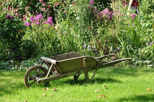 carriola-arredi-giardino-riciclo