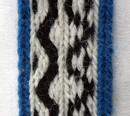 A section of tablet woven band with the correct threading on the left and the incorrect threading on the right