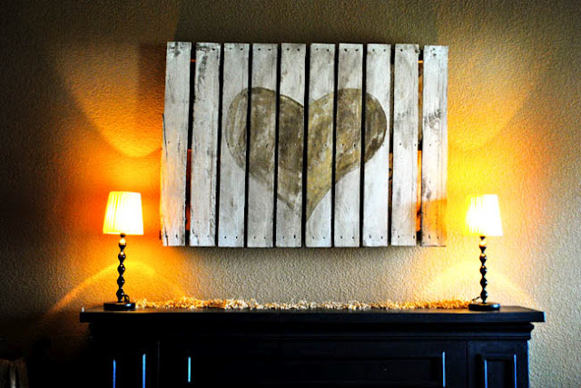 dishfunctional designs art from reclaimed wood shipping pallets. Black Bedroom Furniture Sets. Home Design Ideas