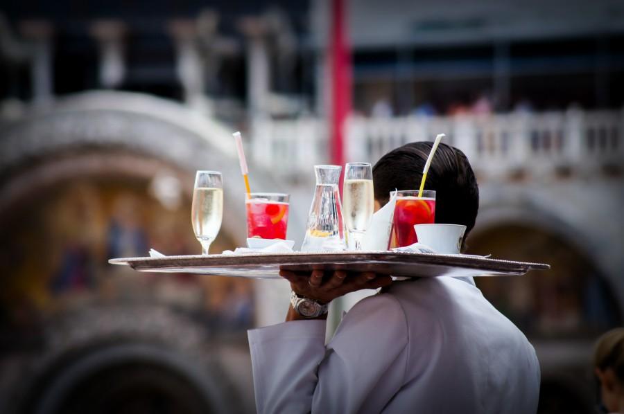 waiter-carrying-drinks