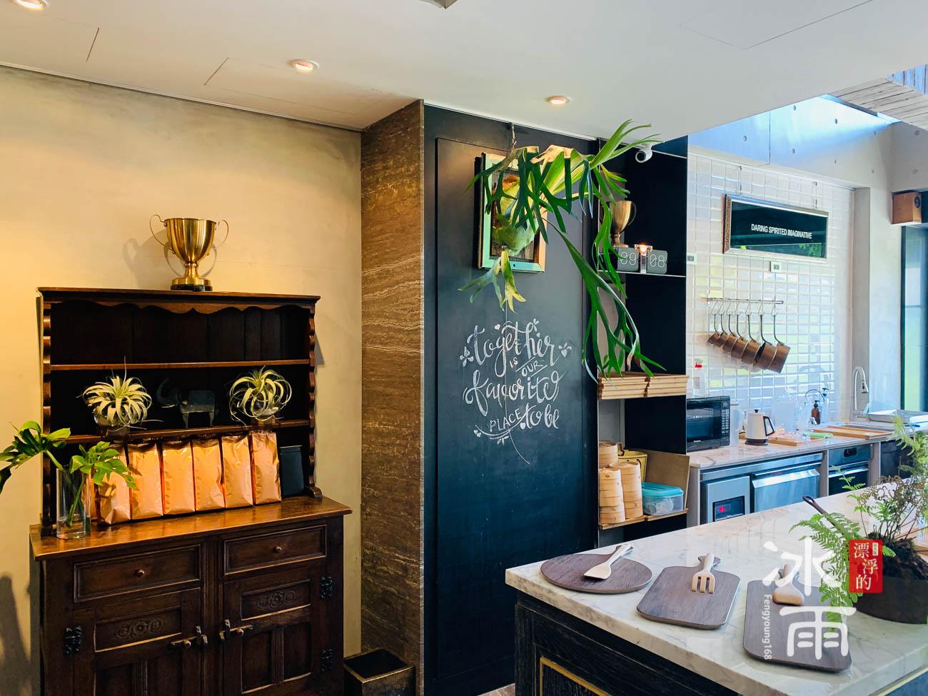 帕鉑舍旅 高雄住宿推薦 早餐區擺飾空間