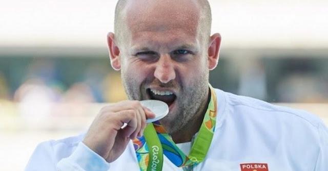 Atleta subasta medalla de Río 2016 para salvar vida de niño